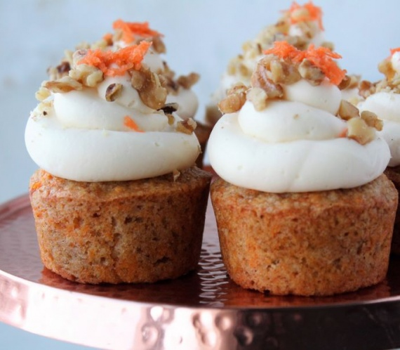 carrot cake cupcakes on cake stand, white wood background